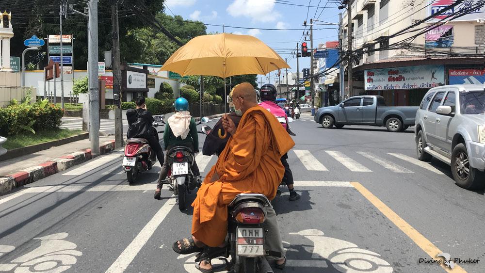 プーケット 僧侶